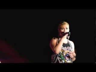 Kelly Clarkson - Everytime [Britney Spears Cover] (Las Vegas)