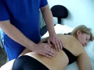 Остеопатия краткий сеанс: лечение лежа на животе