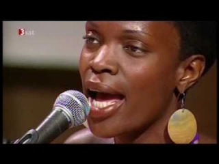 Renee Neufville w/ Roy Hargrove's RH Factor - Hold On (Live Stuttgart 2005)
