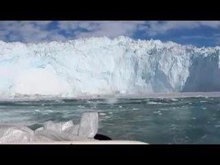 Яхтсмены оказались на грани гибели из-за волны от обрушившегося айсберга