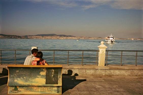 Необычные скамейки-книги в Стамбуле