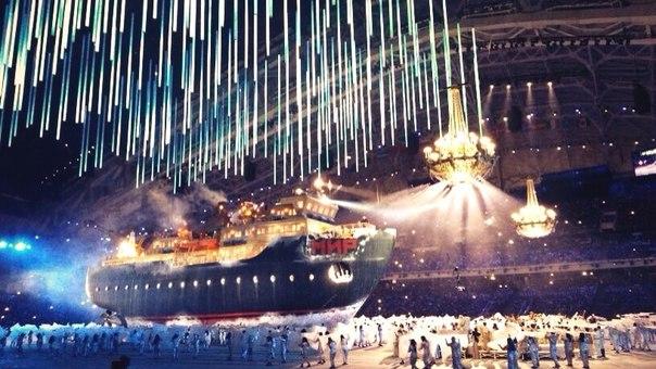 Какой масштаб и размах! Ледокол «Мир» плывет по стадиону Фишту. Лед и стереотипы ломаются. #ЦеремонияОткрытия