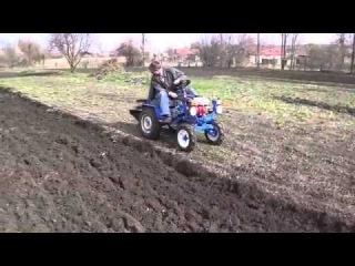 Трактор из мотоблока Нева пашет