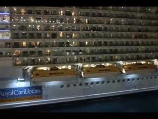 Самый большой корабль в мире Длина судна - 361 метр, ширина - 66, а его высочайшая точка возвышается над поверхностью воды на 72 метра. Водоизмещение лайнера - 225 тысяч тонн.