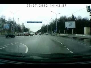 В Минске Мерседес уходил от погони. Опель доставил :D