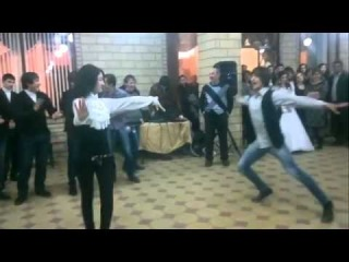 лезгинка))) девченка афигенно танцует***)))