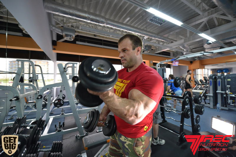 Denis Cyplenkov - bicep curls with dumbbells  │ Photo Source: Trec Nutrition