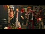 ► Смотреть видео клип Бахыт-Компот на песню Девушка по имени Бибигуль (live) music.ivi.ru/watch/baxytkompot_devushka-po-imeni-bibigul-live/