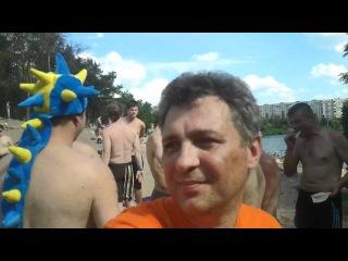 12 12.06 UEFA EURO 2012 Kharkov Sensation Dutchmen and Ukrainians drink vodka with beer on a beach 1