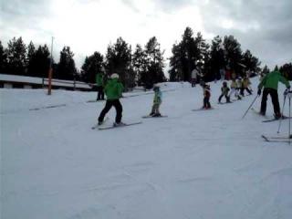 Обучение детей катанию на лыжах в секторе PAL, Andorra