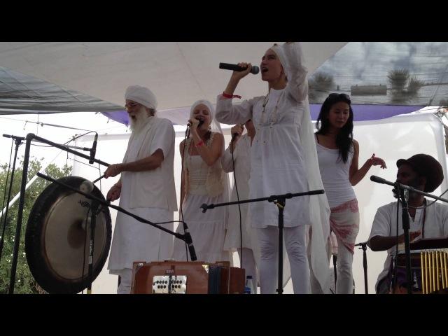 Simrit Kaur-Anthony Molina-Harijiwan. White Sun at Bhakti Fest 2012 Aadays Tisai Aadays