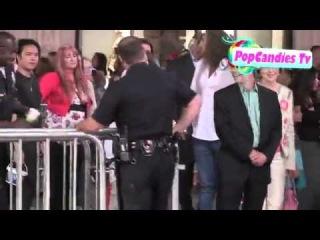 Холли Мэри Комбс с сыном и бойфрендом на премьере The Odd Life Of Timothy Green 6 августа 2012