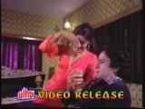 Song - Mujh pe bhi to dalo ek nazar.....Hema Malini in movie Maan gaye ustaad