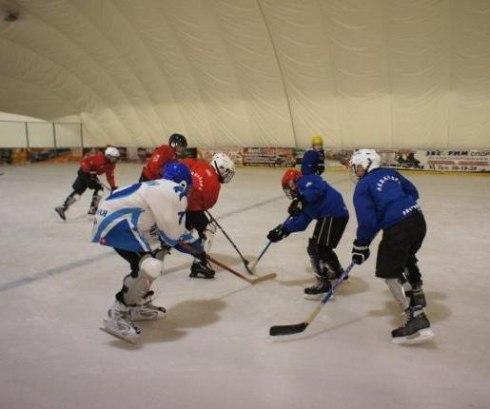 В Таганроге прошел хоккейный турнир