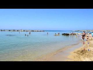 Пляж Корал Бей на острове Кипр.