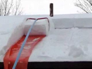 Чистка снега с крыш своими руками