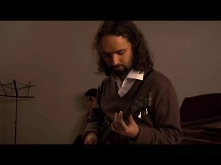 Pedro da Silva improvises on the electric ukulele