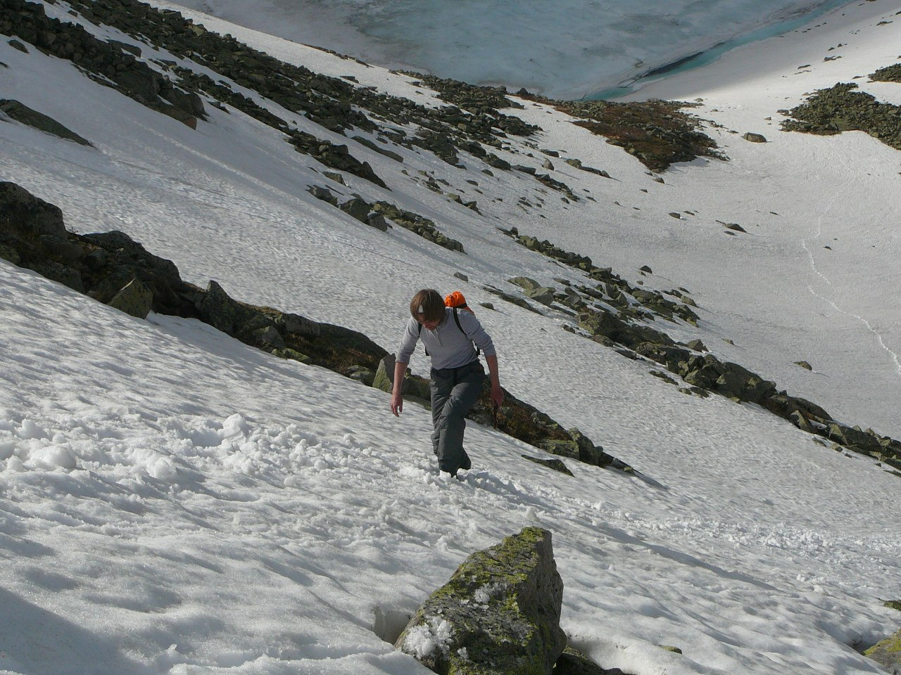 Рубим ступени на гору Перевальную
