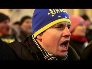 Бандеровские нацисты шествуют по Киеву новый тягнибокогитлер злобно ухмыляется на камеру Майдан