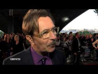 Гэри Олдмен на лондонской премьере фильма Шпион, выйди вон!