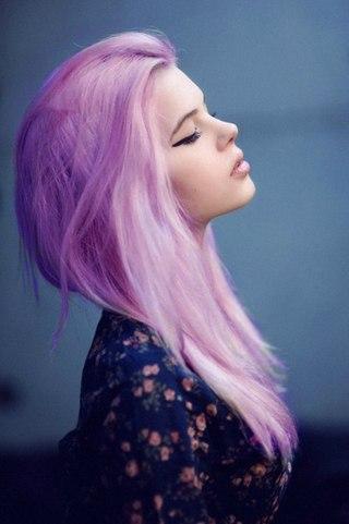 Срозовыми волосами сосет в хорошем качестве фотоография