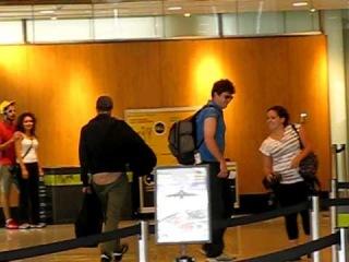 Rob Pattinson & Kristen Stewart Trudeau Airport Montreal 8/17/2010