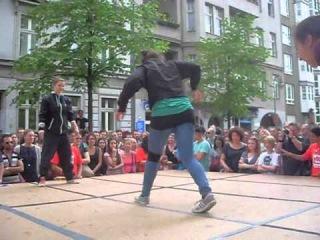 How I met a B-Girl Crew (Jilou & Anna Active vs. Loopi & Evil Eve) at Myfest in Berlin