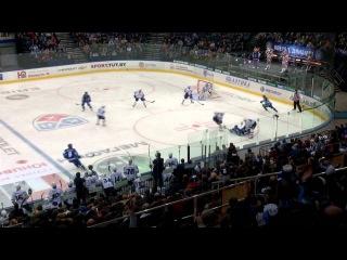 В этом моменте хоккеист ХК Сибирь не был удален после силового приема против Джеффа Платта.