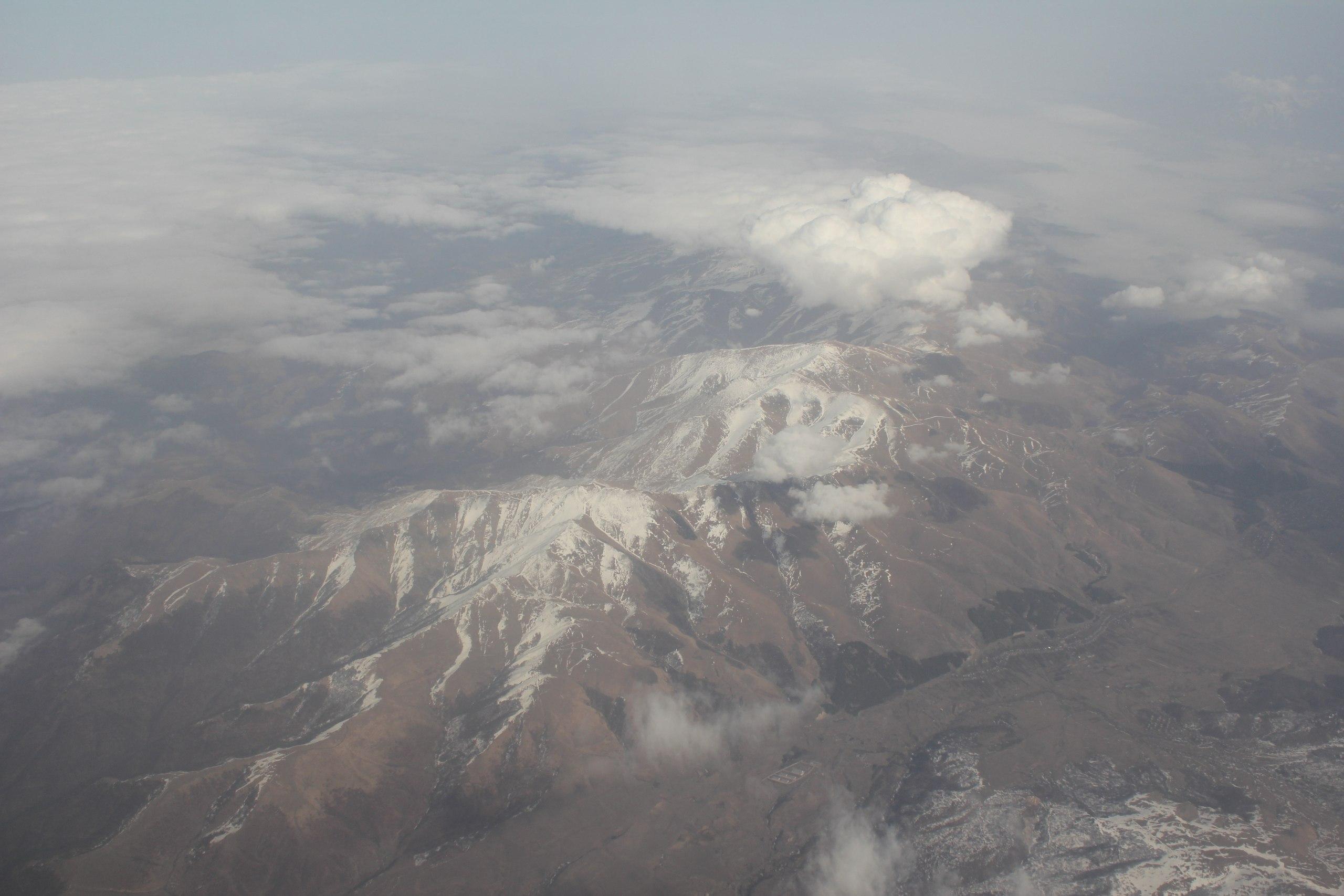 пролетая армению из самолета фото