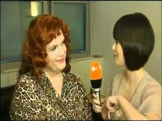 Uschi Blum / Hape Kerkeling mit Nela Panghy-Lee bei WettenDass Backstage