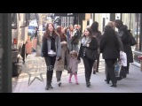 Alyson Hannigan and daughter Satyana catch a cab in NYC