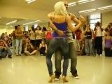 Удивительно прекрасный танец  красивой пары