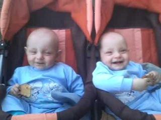АНДРЕЙ И ГЕОРГИЙ близнецы смеются .3gp