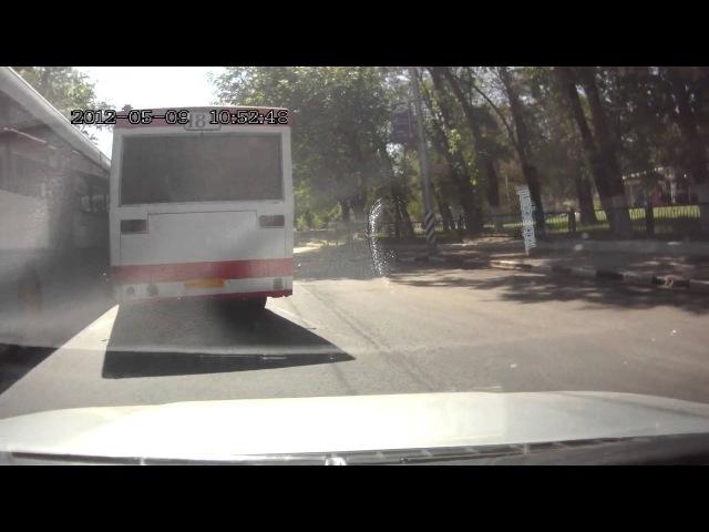 Вот так в Саратове водилы бъются за клиентов