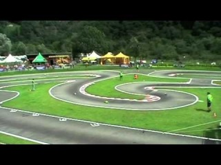 Забавные гонки игрушечных мотоциклов