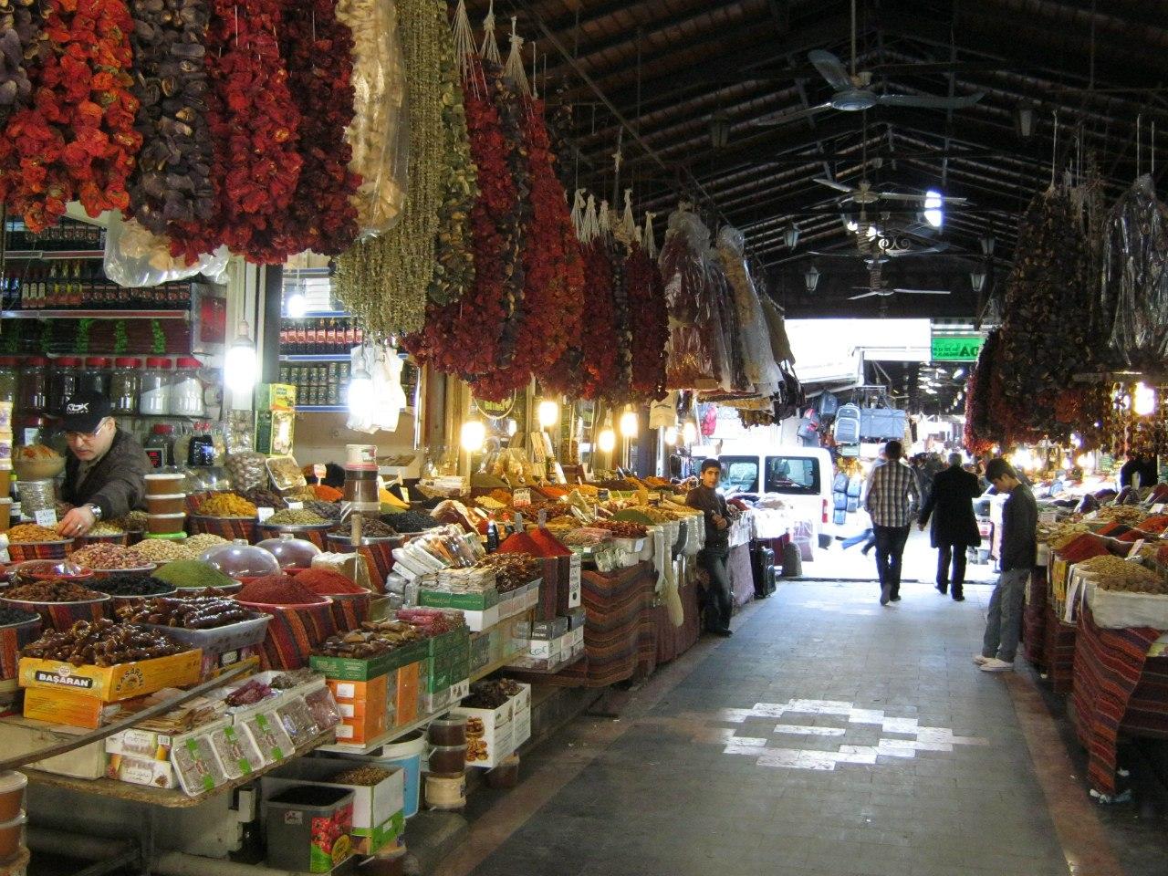 Посещение местного базара как культурное развлечение