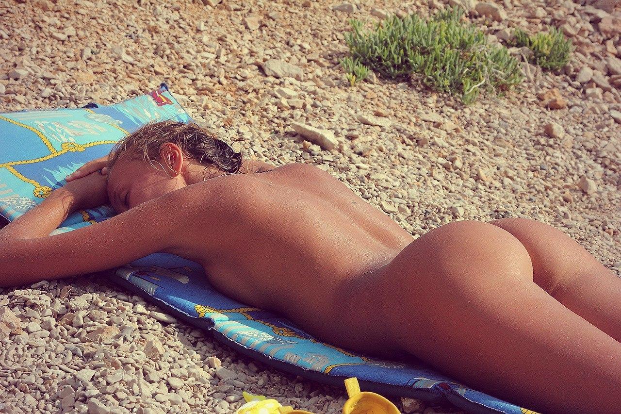 sexy ass naked women up close