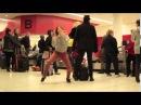 Девушка без комплексов танцует в аэропорту. Это просто фантастика!