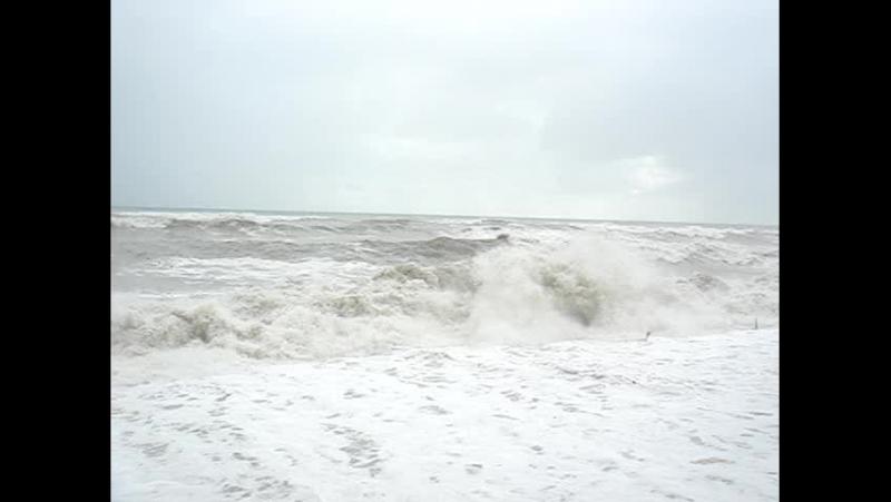 Шторм в Лазаревском 9 баллов из 12 пляж смыло морем