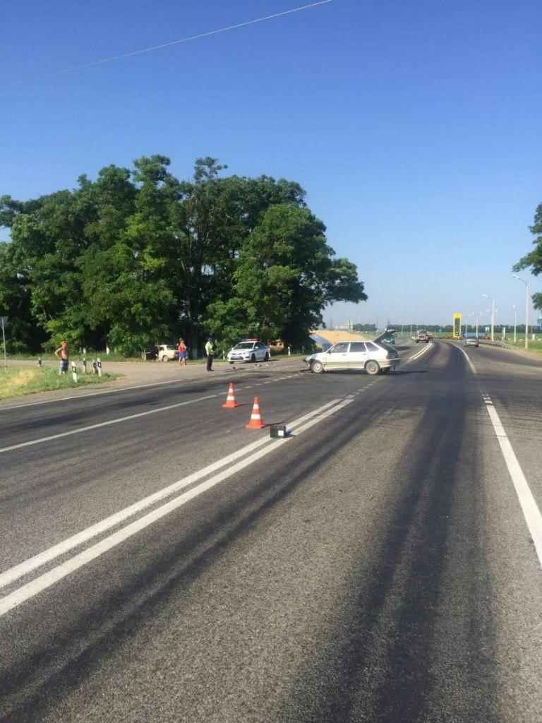На трассе «Ростов-Таганрог» столкнулись «ВАЗ-2106» и «ВАЗ-2114», двое пострадавших