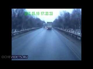В Башкирии столкнулись Нива и два грузовика