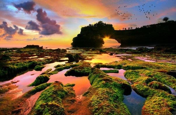 Закат на острове Бали, Индонезия.