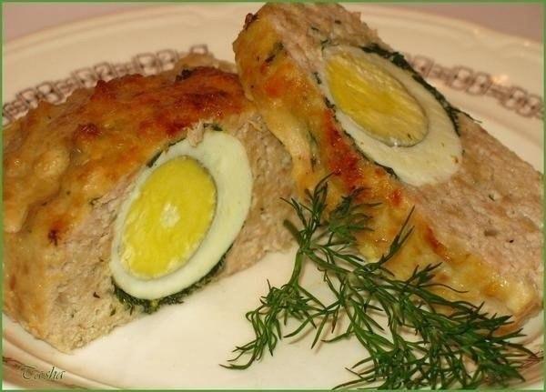 Куриное суфле – вкусное и при этом полезное блюдо. Готовится просто и быстро – так что у мамы останется больше времени для себя любимой. А самое главное: его удобно жевать даже совсем маленьким деткам. ИнгрЕдиенты: — курица отварная 60 гр, — молоко 2 ст.л., — пшеничная мука 1 ч.л., — яйца 2 шт., — сливочное масло 3 гр, — соль по вкусу Приготовление: Мякоть курицы пропустить через мясорубку, добавить молоко, муку, яичные желтки и посолить. Перемешать. Белок взбить до состояния крутой пены и…
