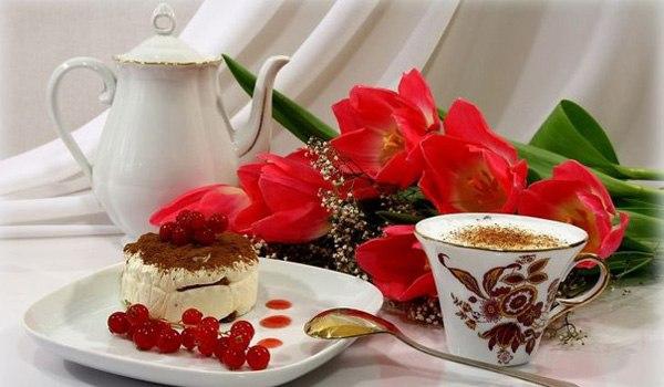 Кофе-пауза в офисе. А вы знаете, как Бразилия стала великой кофейной державой? Еще в XV веке Голландия похитила кофейные зерна у арабских купцов в Мокке. Потом французы похитили кофе у голландцев, и только в 1727 году бразильский посол, который состоял в весьма близкой связи с одной французской губернаторшей, взял с собой на родину кофейные зерна, чтобы, если его уволят со службы, смог заняться выращиванием кофе. Вернувшись в Бразилию и показав кофе своим начальникам, посол стал национальным…