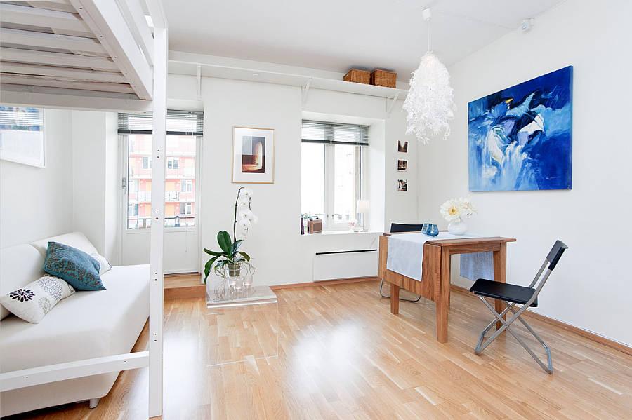 Интерьер квартиры 28 м с кроватью-чердаком.