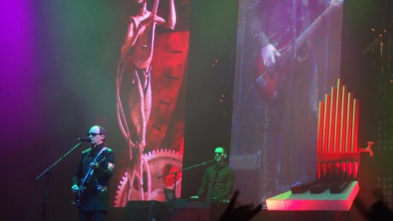 Пикник - Королевство Кривых (Stadium Live, 08.04.16)