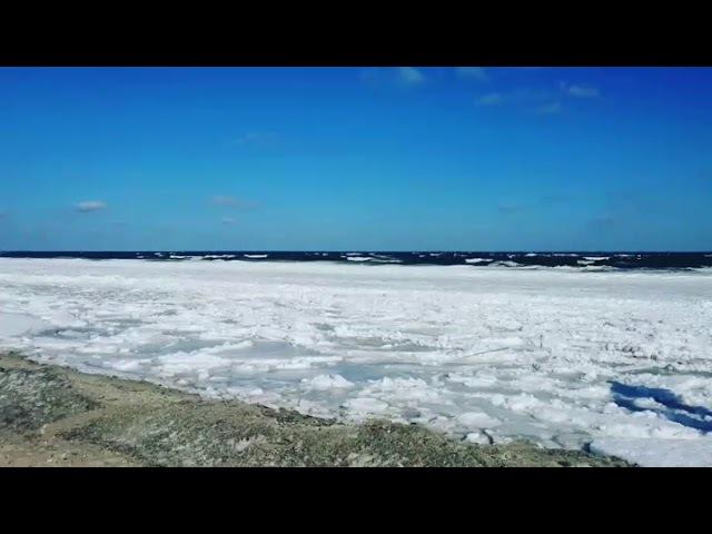 Вот это поворот, море замерзло))