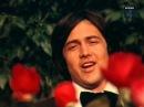 «Дарите женщинам цветы», музыка Бориса Ривчуна, стихи Виктора Гина, поёт Ренат Ибрагимов