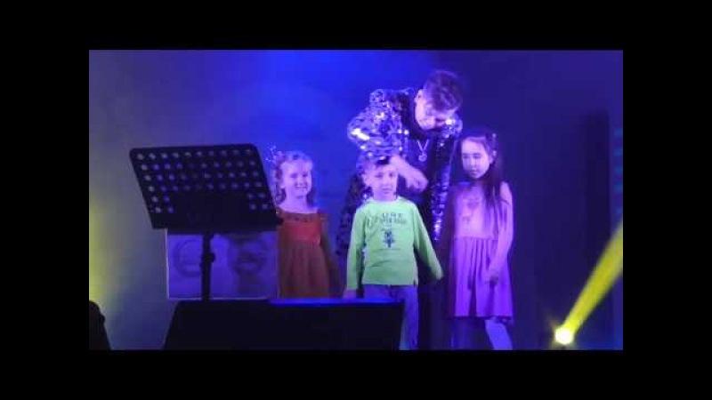 Концерт Elvin Grey(Радик Юльякшин) в Нижнекамске/12.03.18/Радик поет с детьми