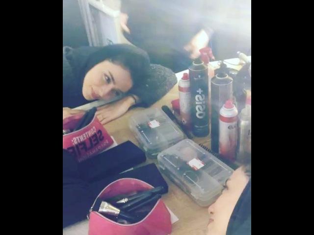 """Öykü Gürman on Instagram """"selfie makyajhalleri uykunmuvar yuhumgelir😴 set karavan uykubirazuyku sac makyaj hair makeup styling hazirl..."""